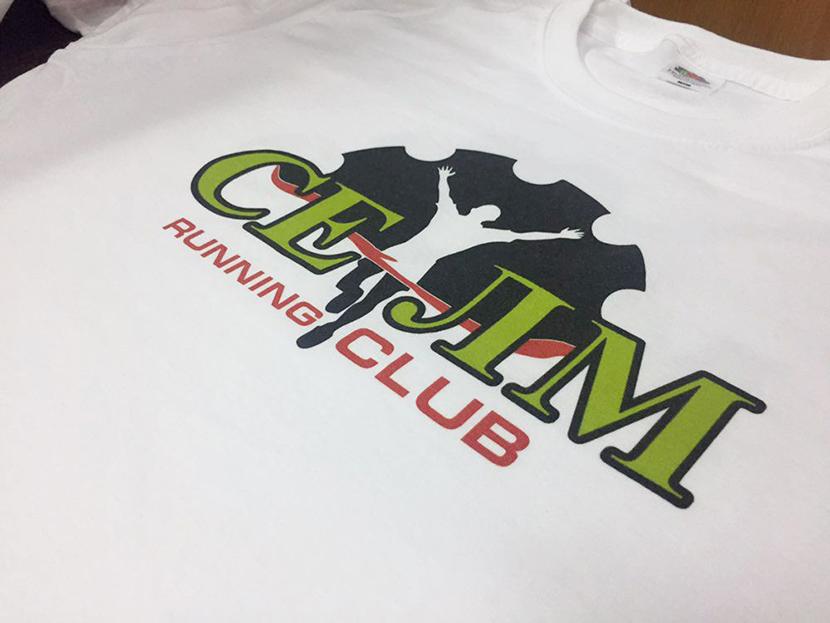Картинка с футболкой с логотипом спортивного клуба в качестве рекламы